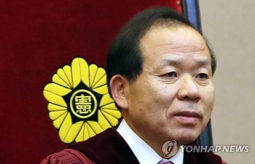 (서울=연합뉴스) 19일 신임 헌법재판소장에 지명된 김이수 헌재소장 권한대행. 2017.5.19 [연합뉴스 자료사진]