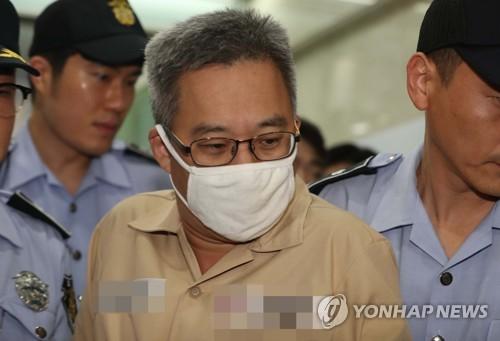 (서울=연합뉴스) 김경수 경남도지사가 드루킹의 댓글조작 행위를 공모한 혐의로 특검에 재소환된 9일 오후 '드루킹' 김동원 씨가 서울 강남구 허익범 특검으로 소환되고 있다.