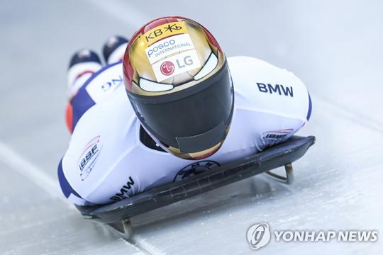 스켈레톤 윤성빈, 제 7 회 월드컵 은메달 획득